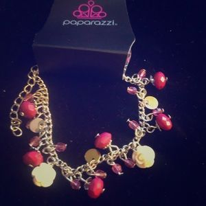 Bracelet with white flowers and pink beads